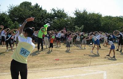 武庫川SC市村さんの指導による準備体操