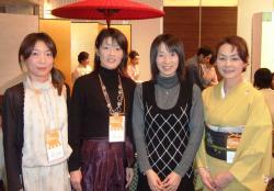 田中美香さん、小林さん、2位の赤羽有紀子さん、山田さん