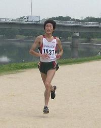 男子優勝の平池宏至さんの走り