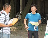 BB賞の河野弘幸さん、左は二位の大川昌守さん
