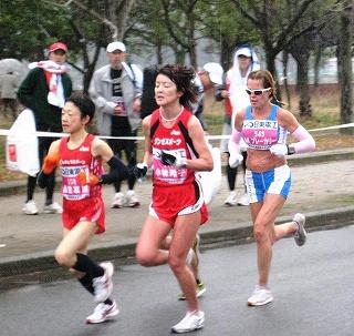 快調に走る小林玲子さん