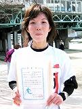 ハーフ女子優勝の芝本弥依さん